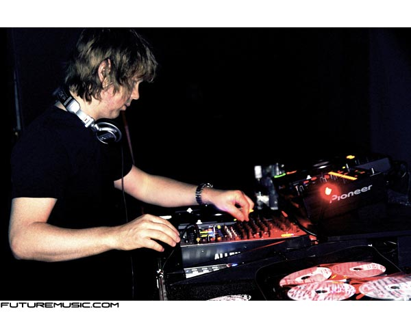 john-digweed-djing-cds