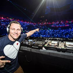 PixMob Teams With Tiësto To Showcase New Crowd Display Technology